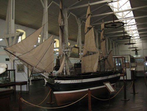 Model ship in Museo Naval